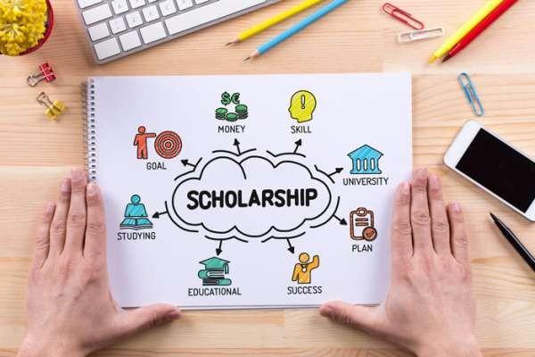 توضيح بخصوص تقديم الطلبات للمنح الدراسية